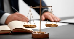 Чем может помочь адвокат по уголовным делам и что входит в его обязанности