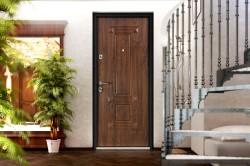 Какими достоинствами обладает фрезерованная панель для двери и как осуществляется ее установка