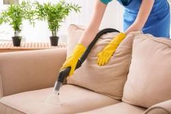 Что нужно для химчистки дивана в домашних условиях