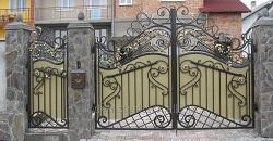 Технология установки кованых ворот: правила и последовательность действий