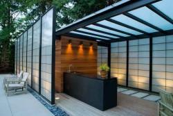 Какими достоинствами обладают крыши из поликарбоната и как выполняется их монтаж