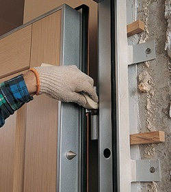 Установка металлической двери: правила и последовательность действий