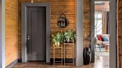Каких правил необходимо придерживаться в процессе монтажа межкомнатной двери в деревянном доме