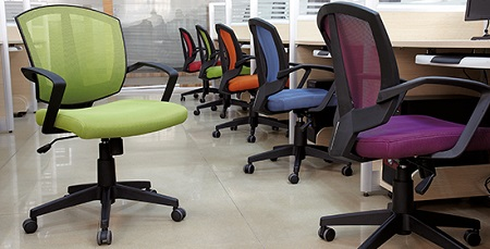 Офисные кресла для сотрудников: требования и критерии выбора