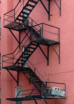 Перечень основных разновидностей пожарных лестниц и технология их установки