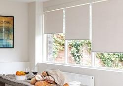 Основные преимущества и технология монтажа рулонных штор на окна