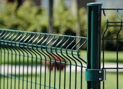 Какими достоинствами обладают секционные заборы и как осуществляется их монтаж