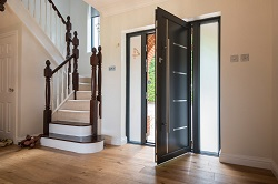 Почему сквозят входные двери: причины и способы их устранения