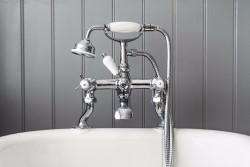 Каким правилам необходимо следовать в процессе установки смесителя на ванную