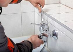 Технология установки смесителя на ванну: правила и порядок действий