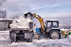 Как правильно организовать вывоз снега: способы, правила и порядок действий